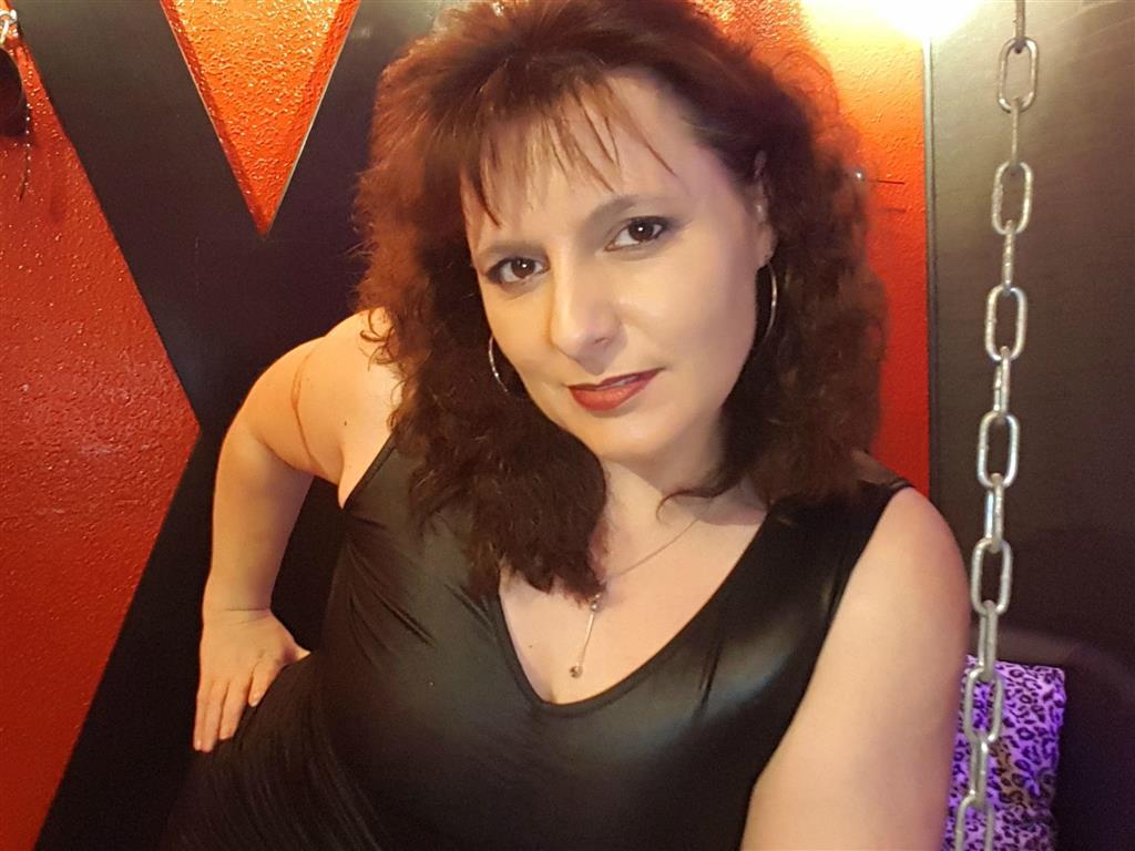 Livesex mit LadyWonita auf Camseite.com