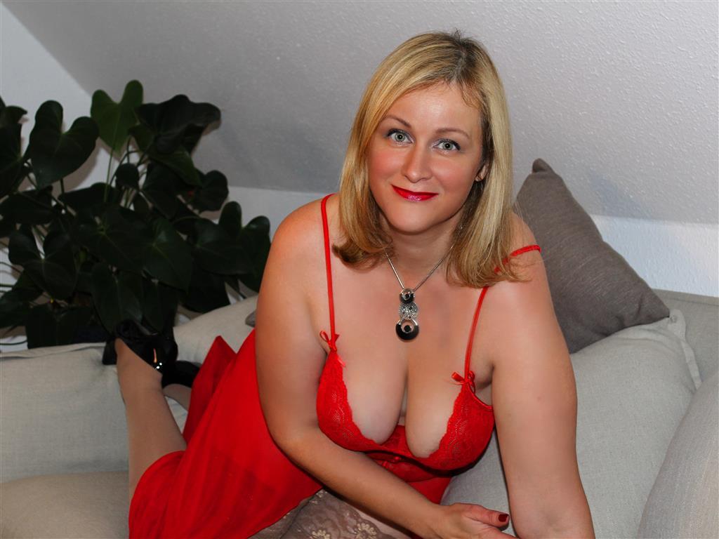 Livesex mit SexyLeni auf Camseite.com