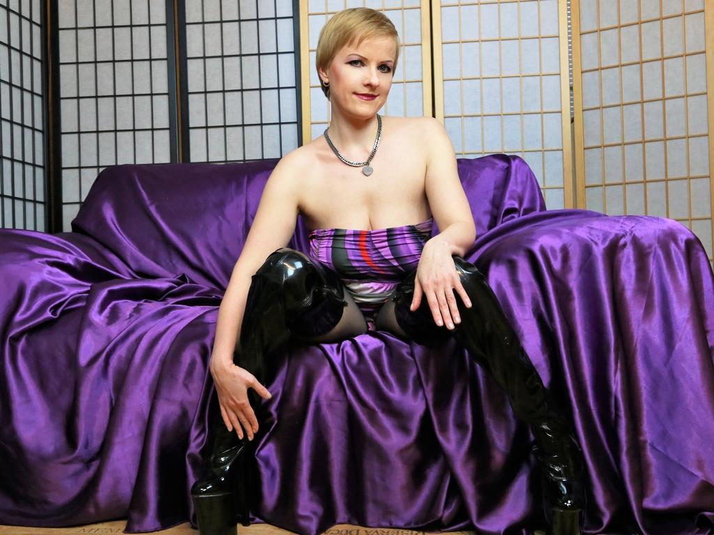 Livesex mit geileDelia auf Camseite.com