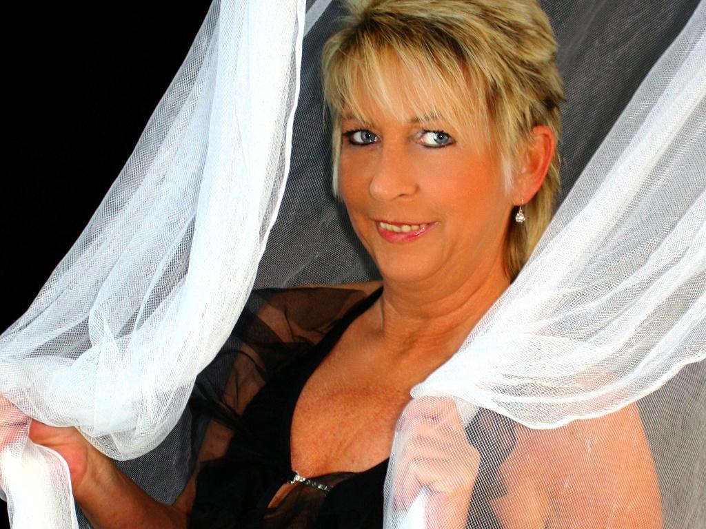 Livesex mit Sandy2Hot auf Camseite.com