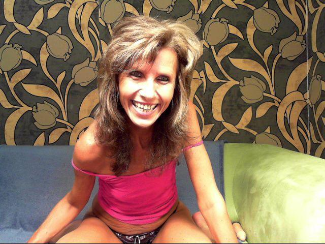 Livesex mit reifeSophia auf Camseite.com