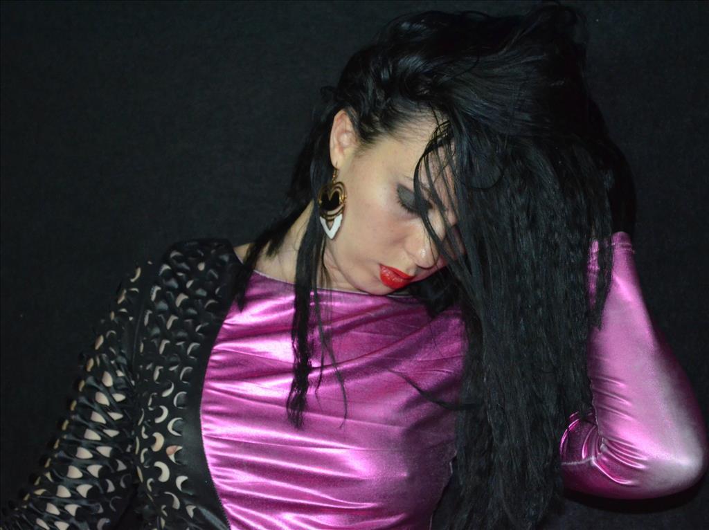 Livesex mit NaughtySlut2014 auf Camseite.com
