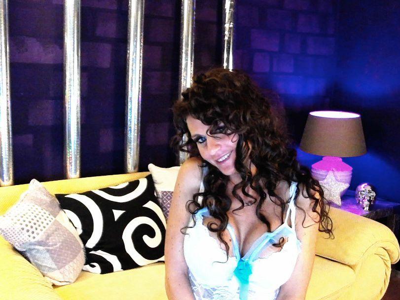 Livesex mit CapriEyes auf Camseite.com