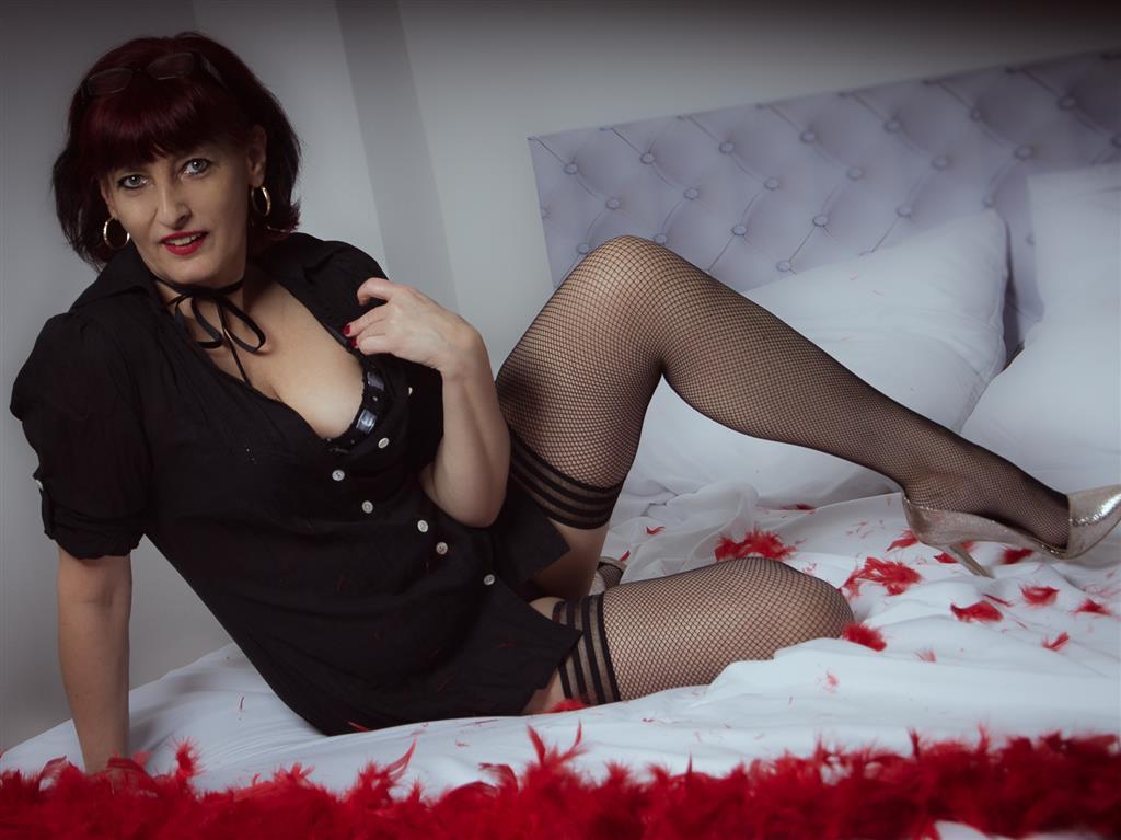 Livesex mit AdriannaSecret auf Camseite.com