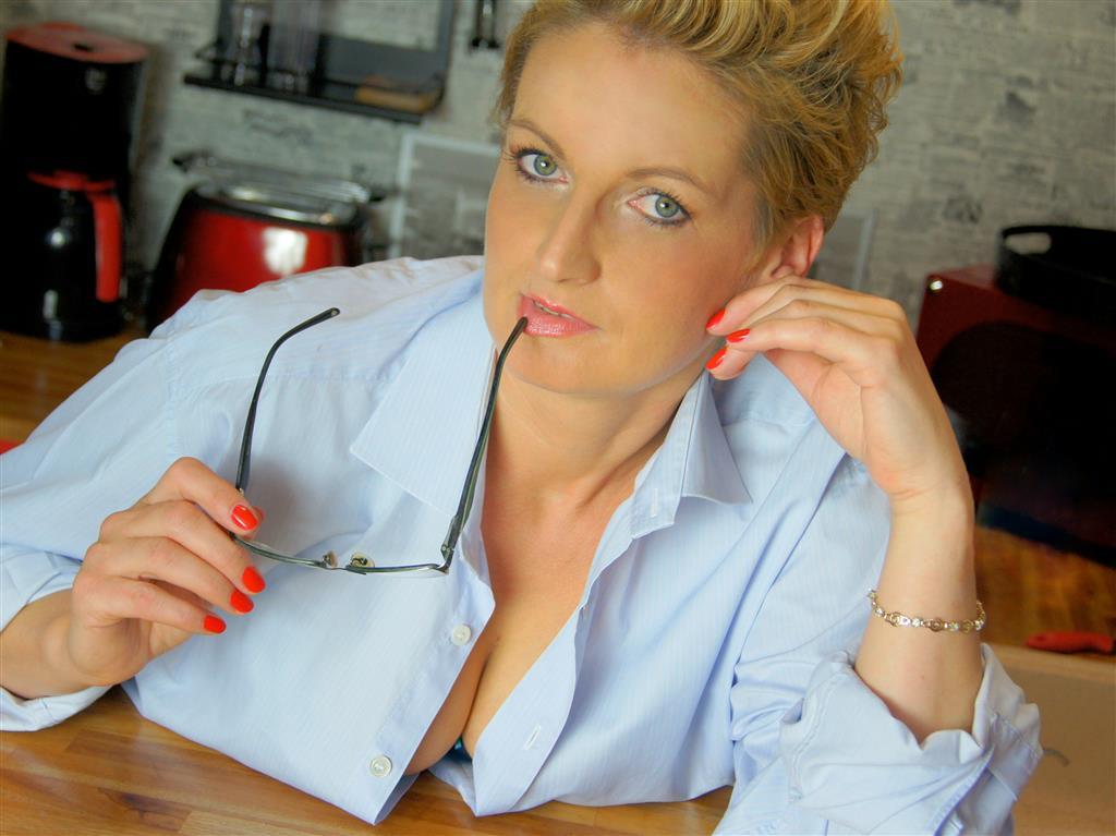 Livesex mit ElizabethKiss auf Camseite.com
