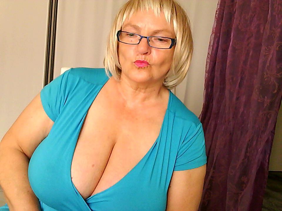 Livesex mit PrimaBallerina auf Camseite.com