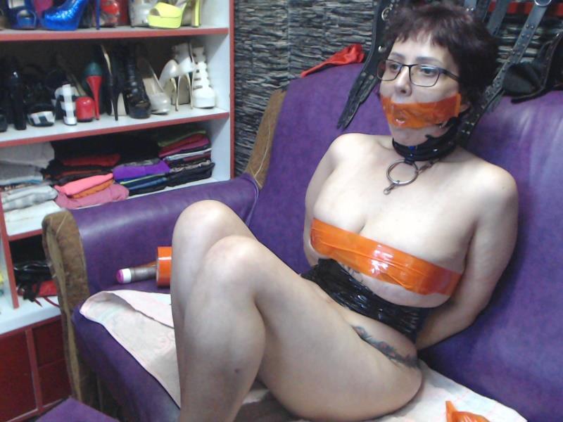 Livesex mit LadyLily4fun auf Camseite.com