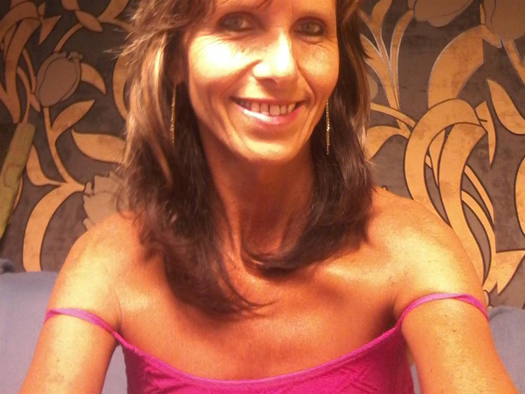 Livesex mit Sophiasexy auf Camseite.com