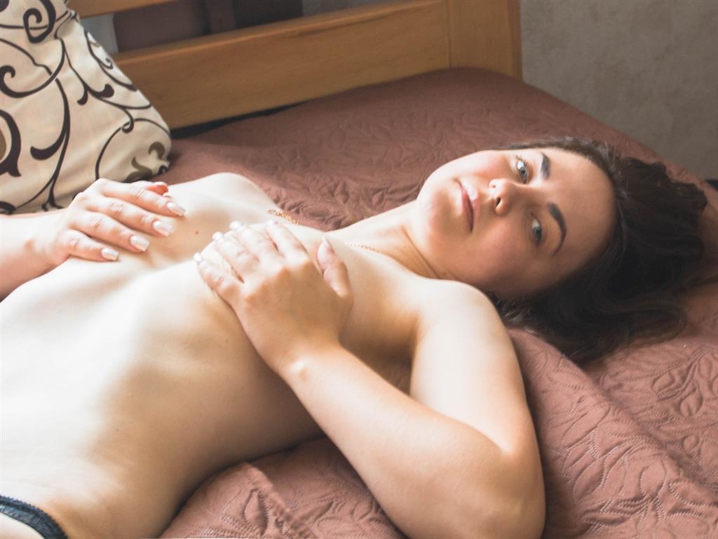Livesex mit SaechsischeFrau auf Camseite.com