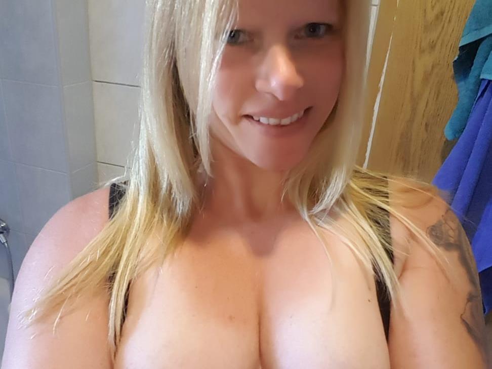 Livesex mit SexyMilka auf Camseite.com