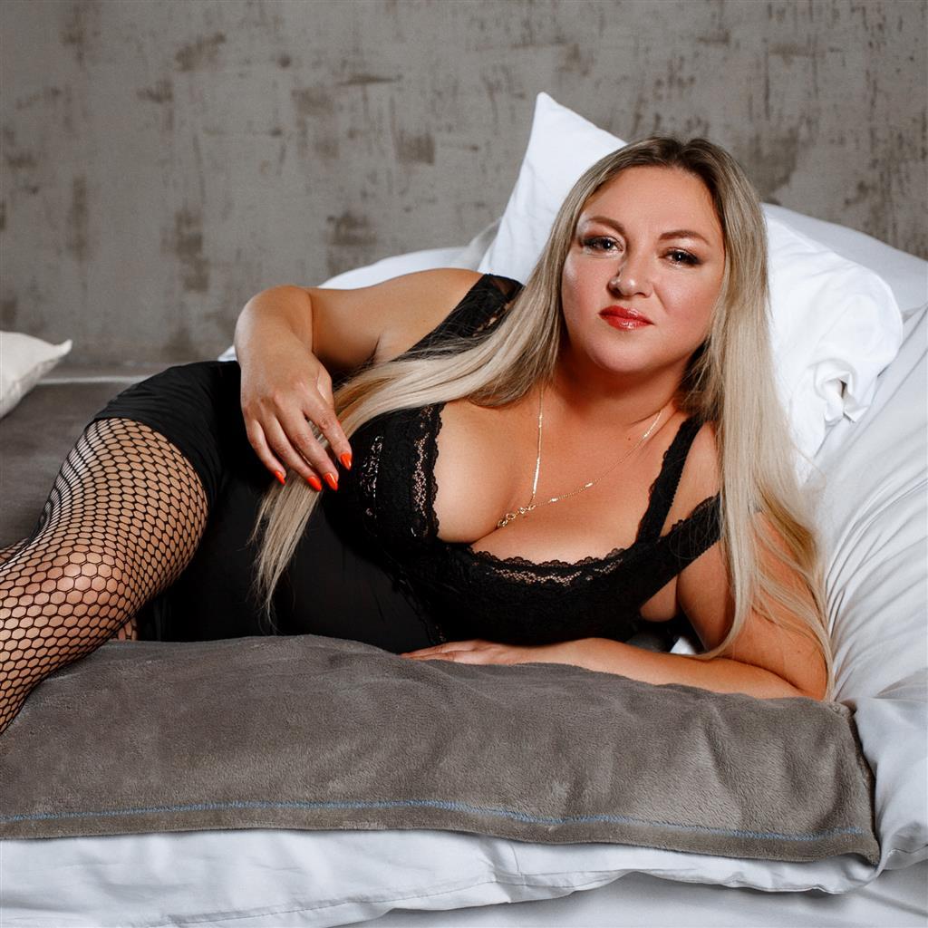 Livesex mit SquirtyCunt auf Camseite.com