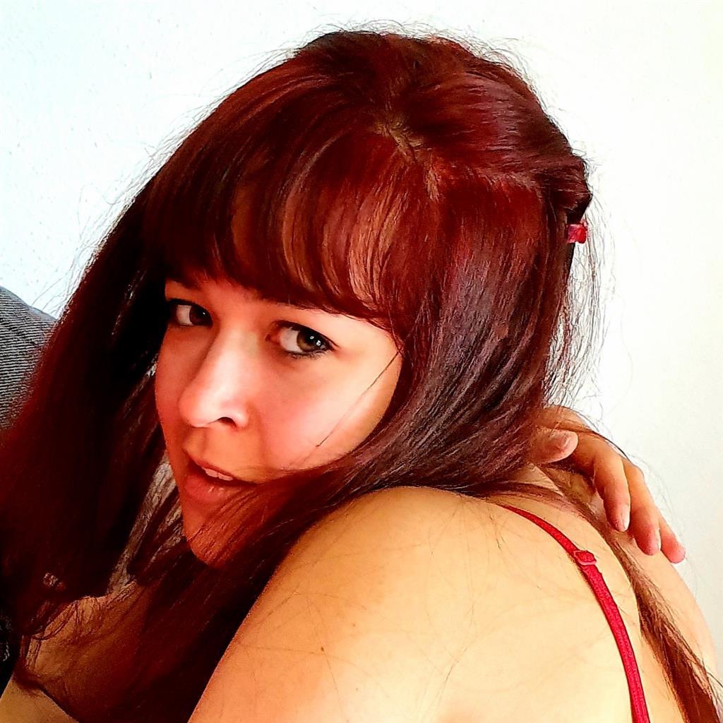Livesex mit EllyBennett auf Camseite.com